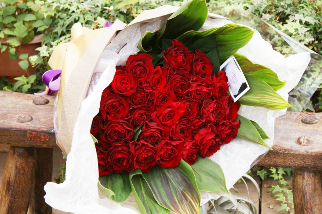 赤薔薇ブーケ風花束