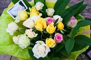 白系バラの花束1