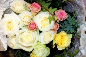 白系バラの花束2