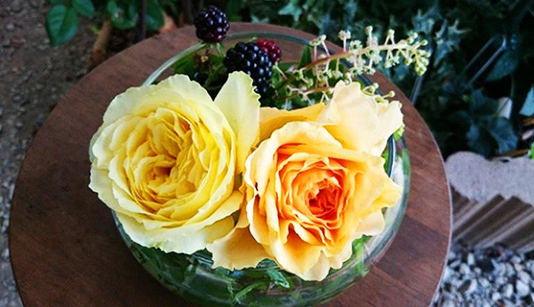 長さが短くなってきたら、それに合う花器を用意して楽しみます。