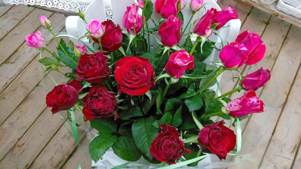 奥さまへの赤系ブーケ風花束