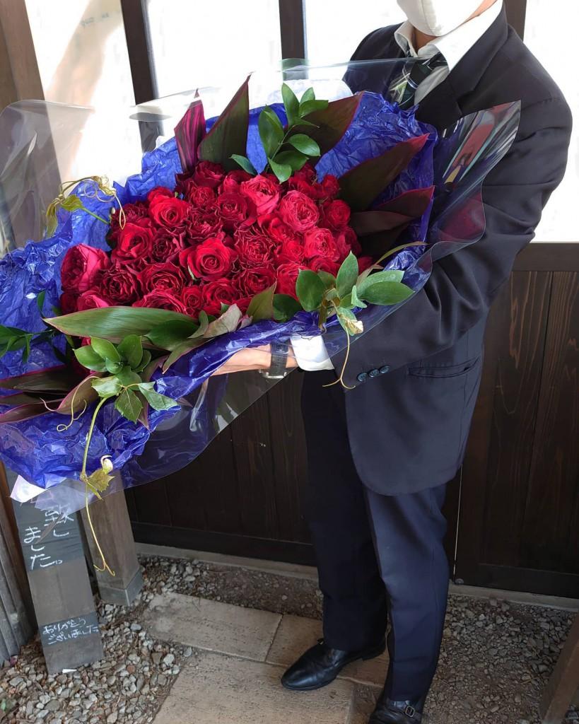 【プロポーズの日から一年】記念日の花束